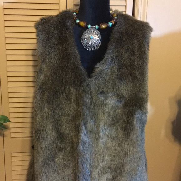 Apt. 9 Jackets & Blazers - Apt 9 faux fur vest with 2 hook and eye closures